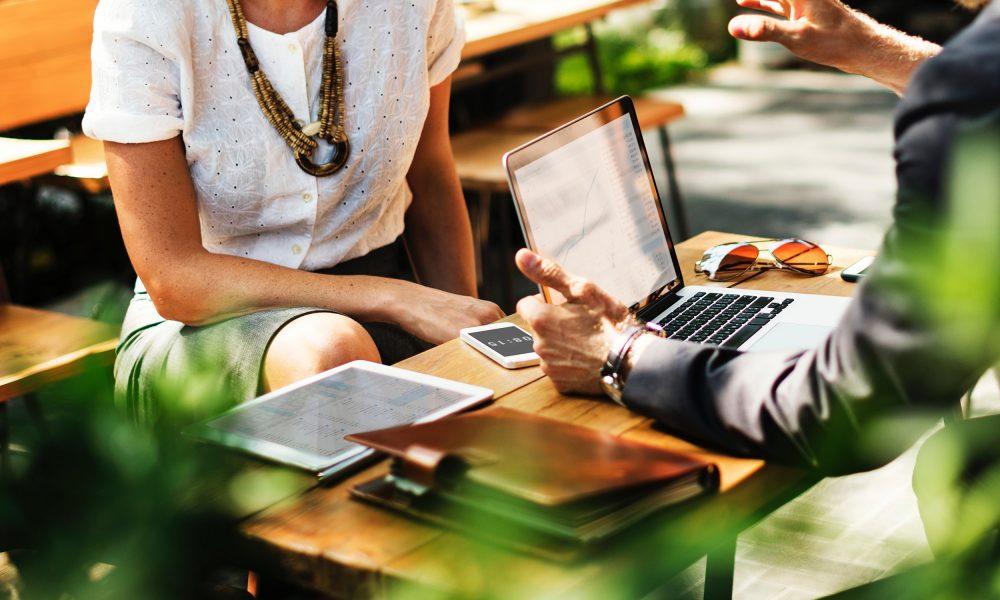 Möchten Sie:  Eine Immobilie kaufen oder verkaufen auf eine ganz unkomplizierte Weise?  Kein Risiko eingehen bei dem Verkauf und nur bei Erfolg bezahlen?  Eine Liegenschaft oder Wohnung renovieren ?  Eine Einschätzung Ihrer Liegenschaft in wenigen Minuten, basiert auf neuester Online-Datenerfassung? Eine Ansprechperson für Ihr ganzes Vorhaben? Ob Immobilienverkauf, Immobilienschätzungen oder Hausrenovationen - wir unterstützen Sie professionell und unkompliziert. Schnelle Beratung und Offerte.